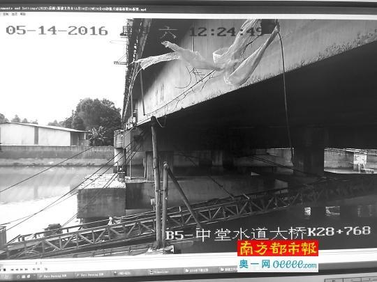 广深高速桥梁很受伤 四天发生两起撞桥事故